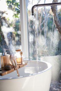 Många satsar på ett snyggt badkar när de renoverar badrummet.